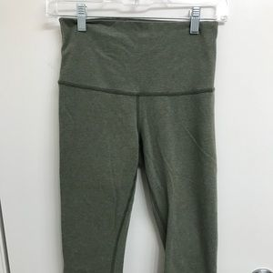 Lululemon Women's Wunder Under Crops Sz 6